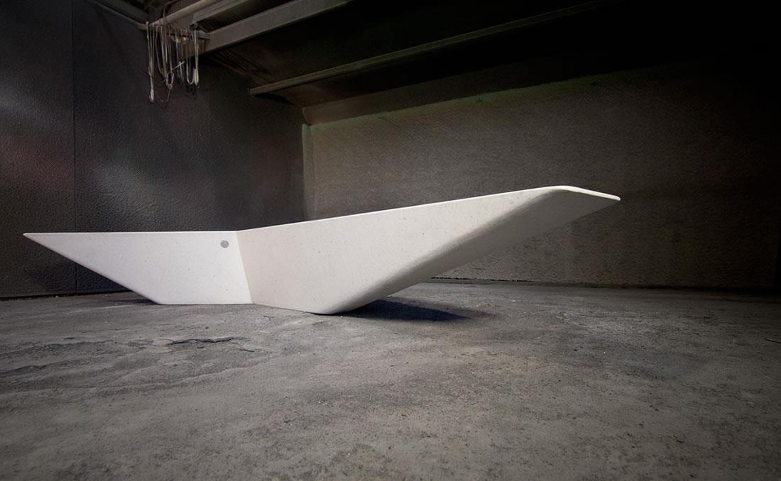 Banco Arrow de hormigón prefabricado arenado blanco