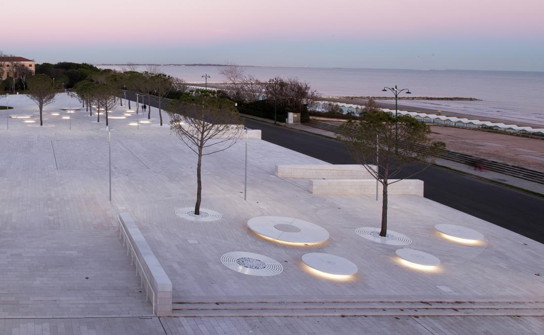 Banco circular Lido de hormigon YTER para plazas parques y jardines