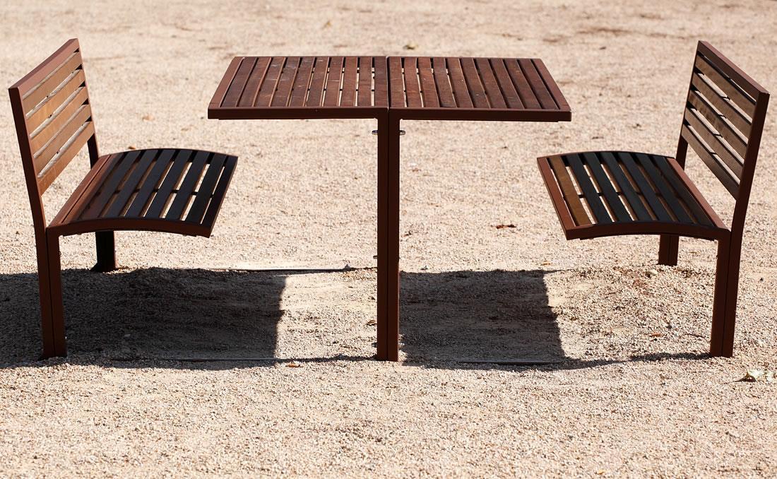 Conjunto mesa y bancos exterior urbano para jardí o parques