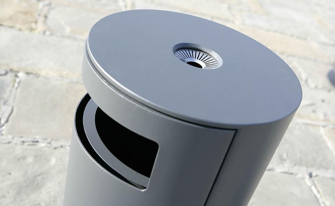 Papelera circualr metálica Cima de diseño moderno y actual, detalle cenicero