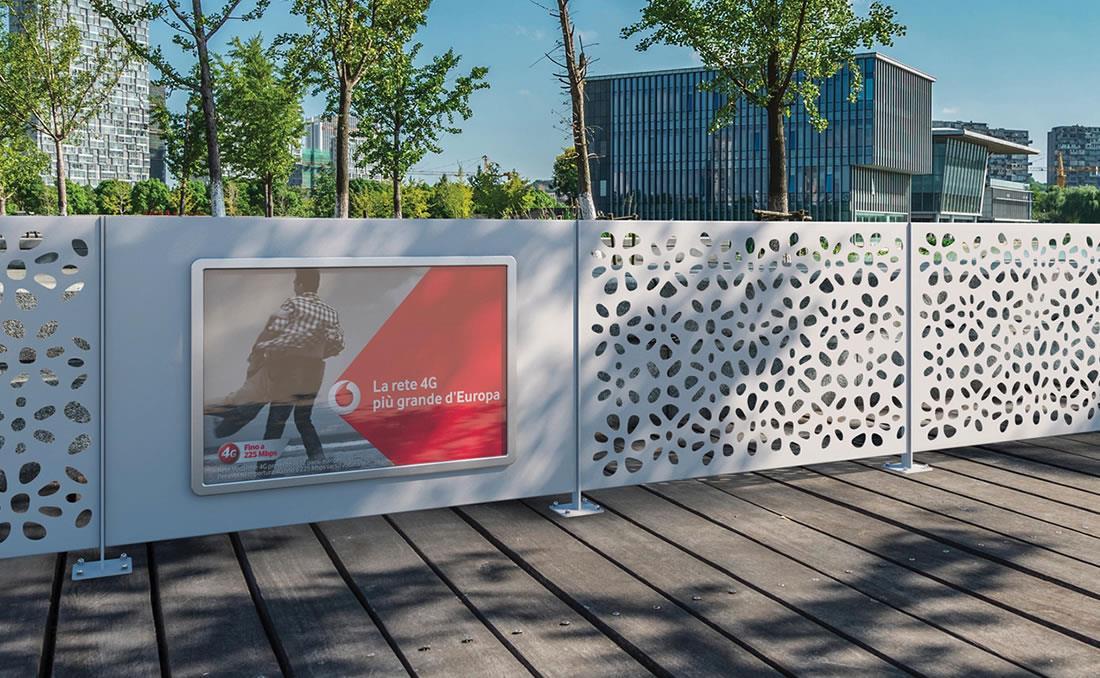 Decoro valla de alta gama, calidad y seguridad urbana. Detalle publicidad