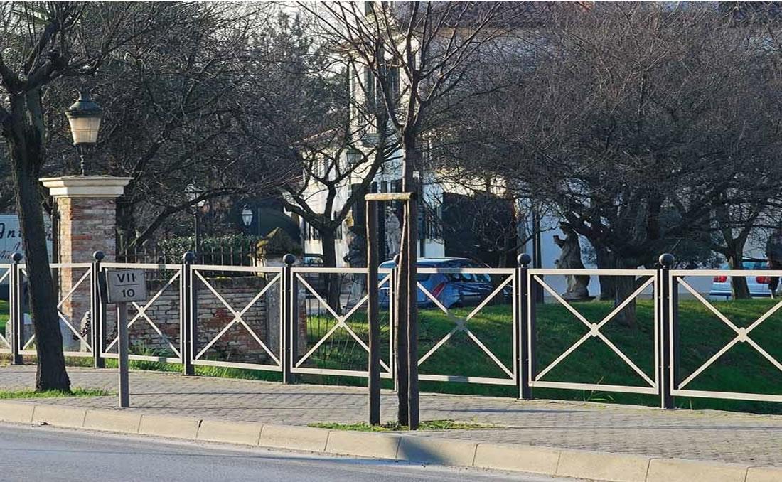 Epoca es una barandilla urbana de diseño clásico modular
