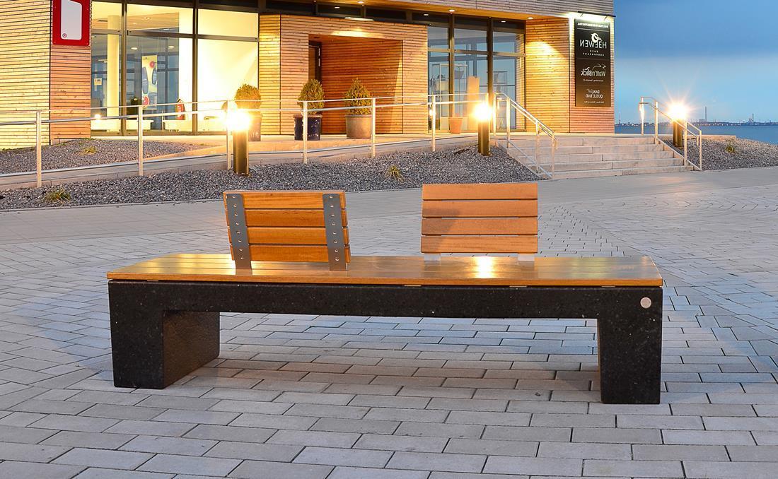 Eraclea banco hormigón con asiento y respaldo de madera en negro