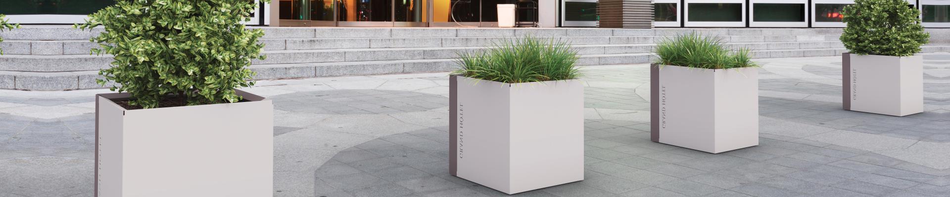 Jardinera metálica exterior para mobiliario urbano.