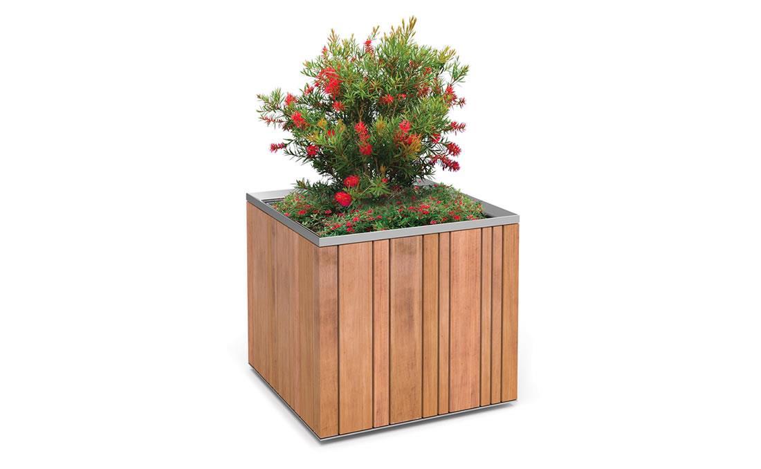 Jardinera urbana de grandes dimensiones modelo Batur en madera