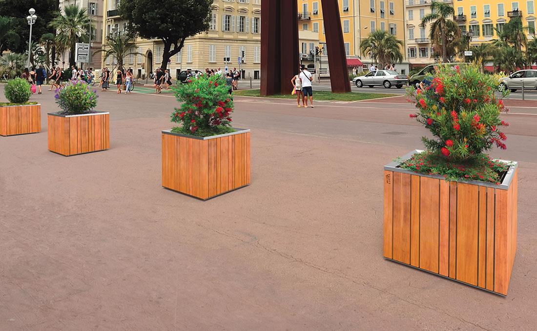 Jardinera urbana de grandes dimensiones modelo Batur instalada