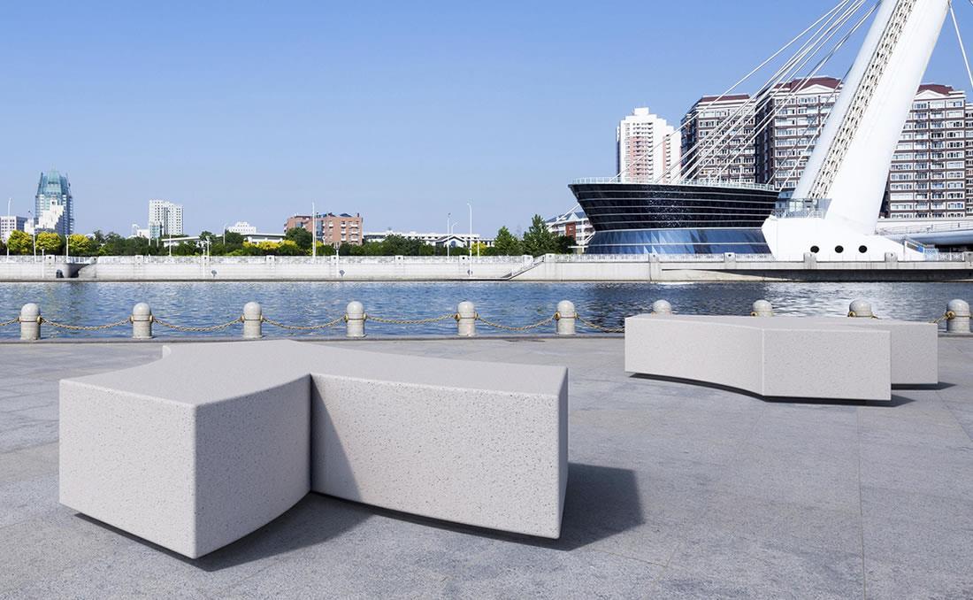 Kubb banco hormigon con mobiliario urbano blanco arenado