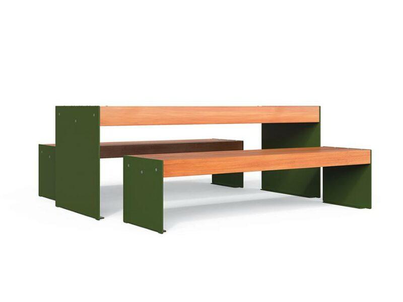 Mesa exterior metálica y de madera para mobiliario urbano