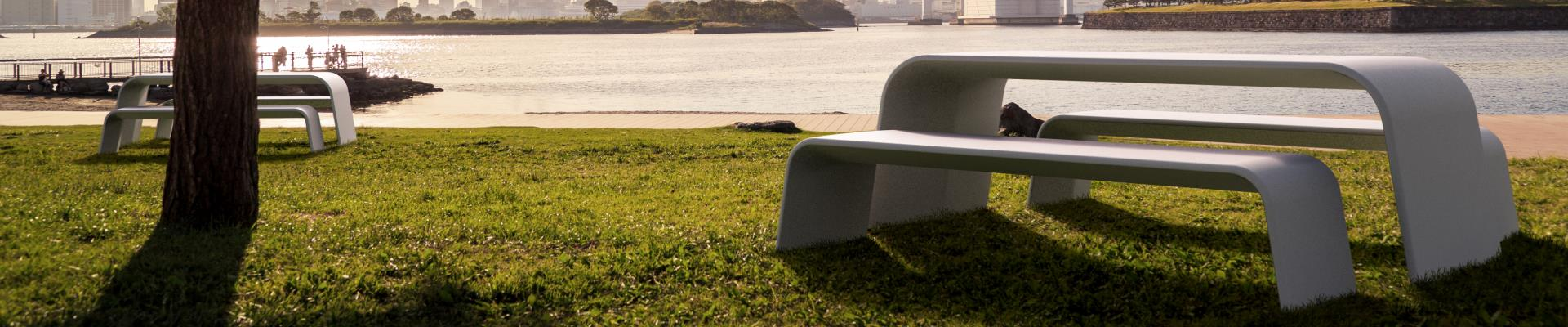 Mesa y banco de pícnic urbano en hormigón UHPC.