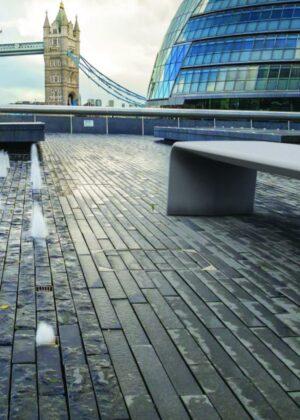 ejemplo de mobiliario urbano exterior.