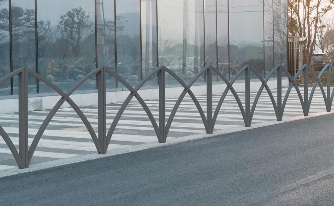 Barandilla valla seguridad equipamiento urbano. Ejemplo instalación
