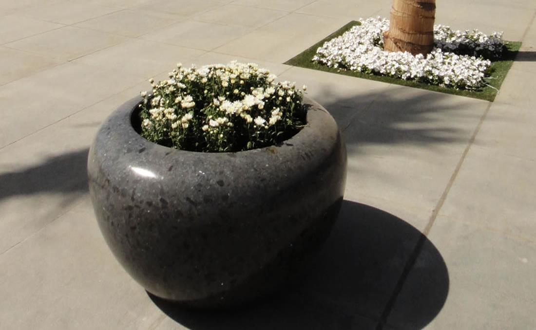 Colección de jardineras urbanas de hormigón Planets brillante