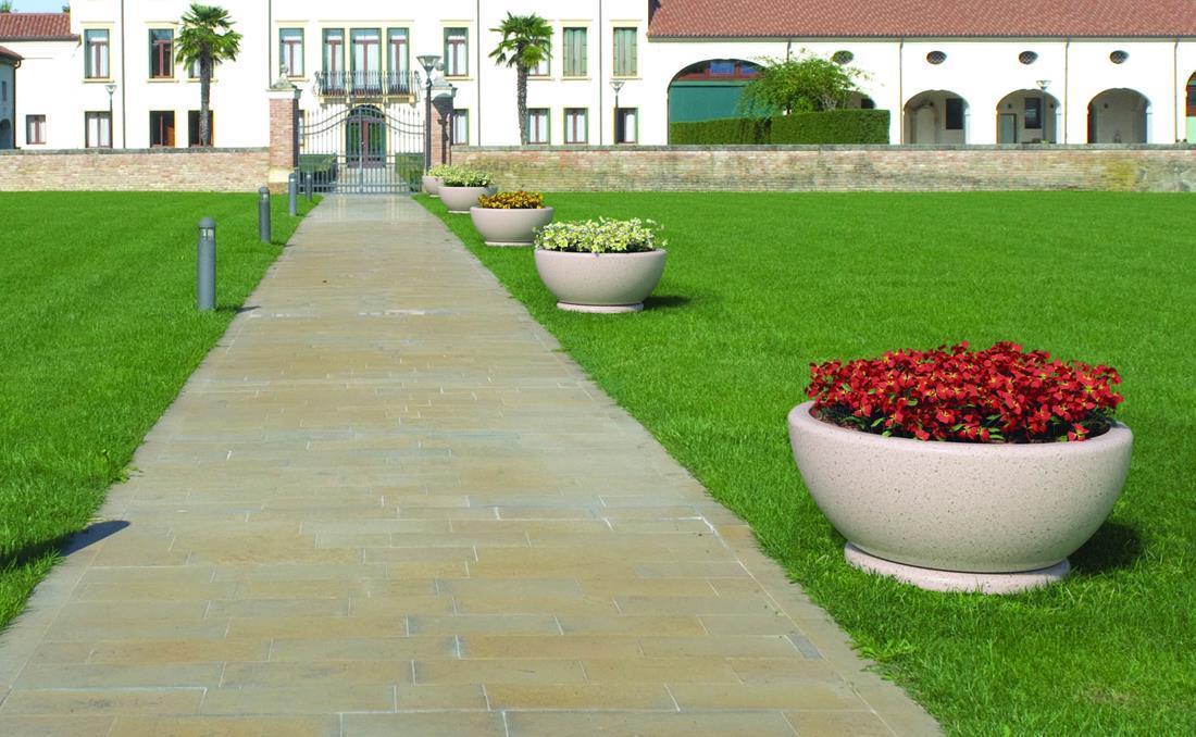 Conjunto jardinera de hormigón para exterior urbano