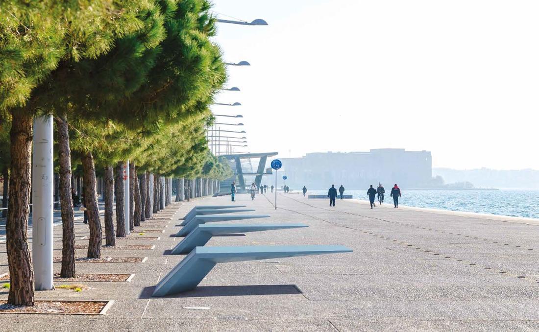 Wing banco de hormigon UHPC imagen frente al mar